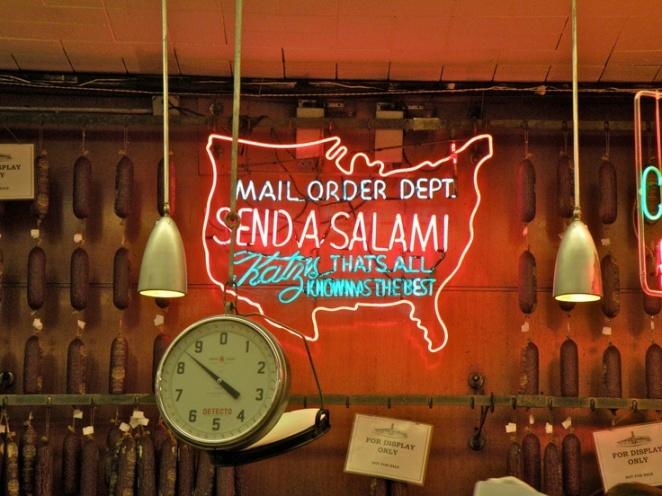 Katz Delicatessen: Leve seu dindin que eles não aceitam cartão!